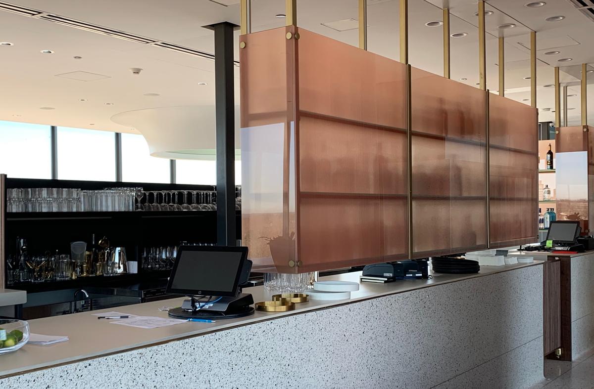 Bar-scene-with-beautiful-elegant-laminated-decorative-glass-divider