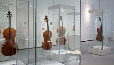Museum vitrines - all glass displays