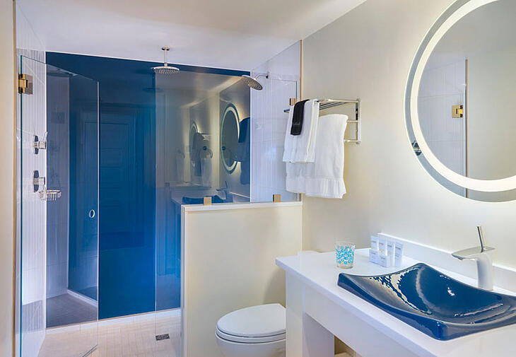 Shower with blue backpainted glass