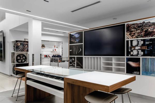jaguar-land-rover-south-atlanta-lobby-with-desk